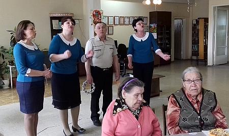 День Победы для асбестовских инвалидов по зрению на кафедре слепых и слабовидящих. Выступает группа Изумруд